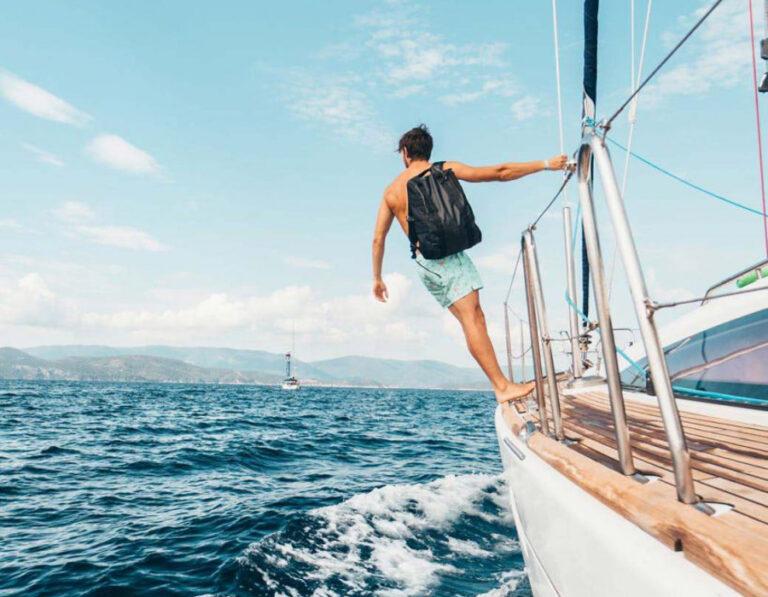 Love-boats-or-sailing-in-Barcelona